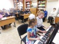 Играют учащиеся ДШИ